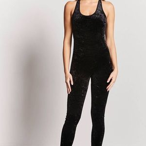 Black active velvet jumpsuit - forever 21